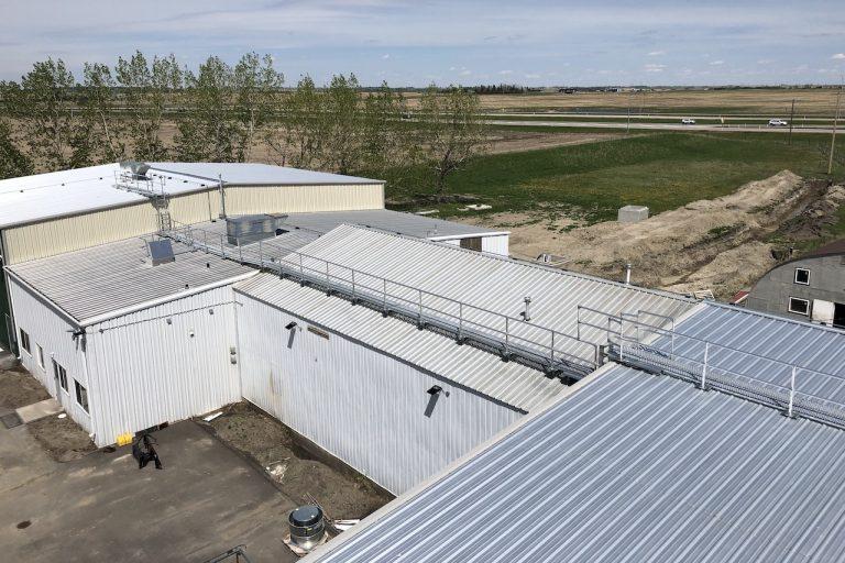 Roof walk, guard rail, non-penetrating system